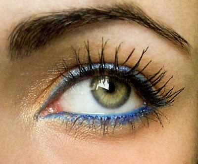http://makeupandartfreak.blogspot.com